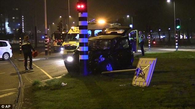 Hình ảnh chiếc taxi chở Aguero gặp tai nạn tại Hà Lan cách nay 2 ngày