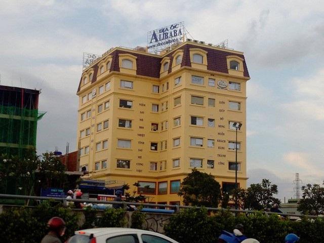 Công ty cổ phần địa ốc Alibaba Tây Bắc, trên đường Kha Vạn Cân, quận Thủ Đức (ảnh Công Quang)