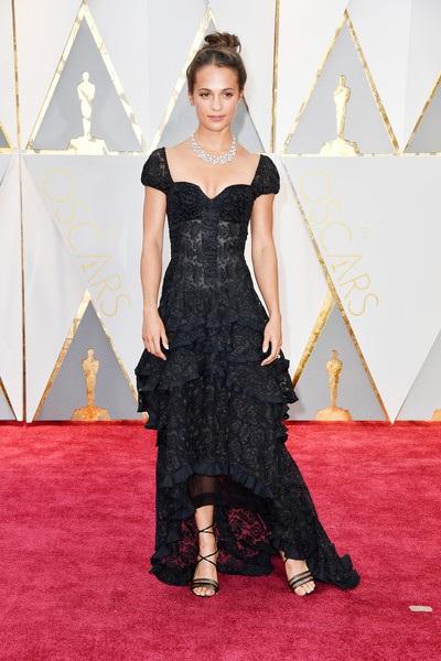Alicia Vikander giành giải Oscar năm ngoái cho vai diễn trong phim Cô gái Đan Mạch