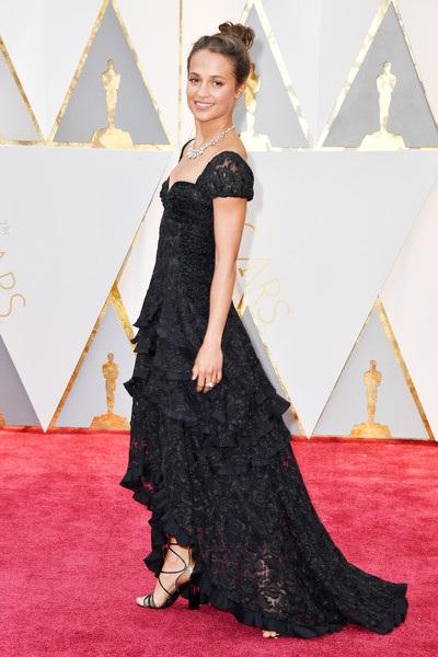 Nữ diễn viên xinh đẹp diện trang phục Louis Vuitton