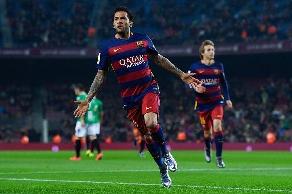 Daniel Alves đã có những năm tháng vô cùng đẹp đẽ cùng Barcelona