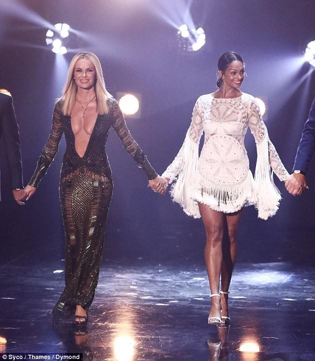 Nhiều người cho rằng bộ váy Amanda Holden mặc quá gợi cảm cho 1 chương trình thông thường trên truyền hình