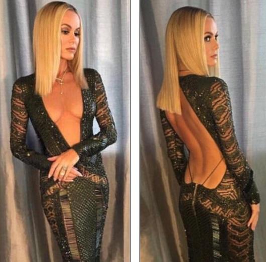 Bộ váy không chỉ hở trước mà còn hở cả sau!