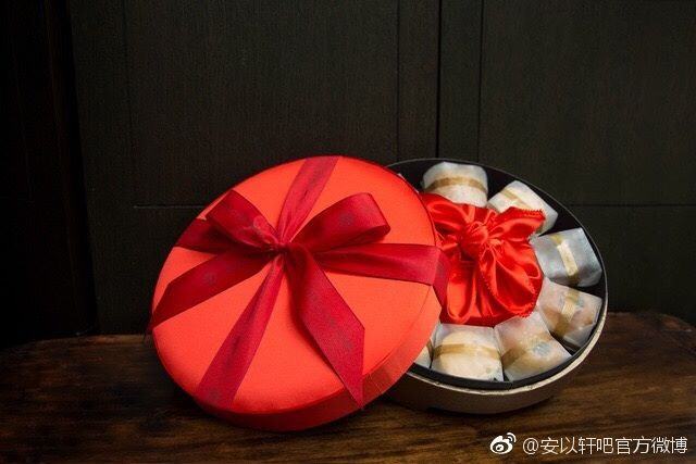 Những món đồ lưu niệm mà cô dâu và chú rể dành cho khách mời.
