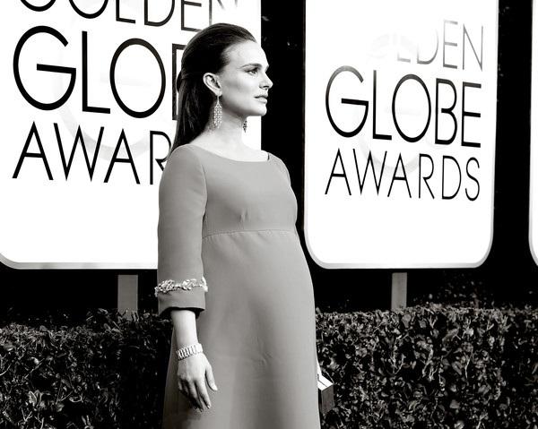 Ngôi sao 35 tuổi diện váy Prada và đeo nữ trang Tiffany&Co