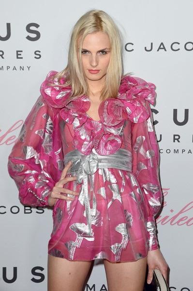 Siêu mẫu chuyển giới Andreja Pejic điệu đà dự buổi ra mắt bộ phim The Beguiled tại New York ngày 23/6 vừa qua