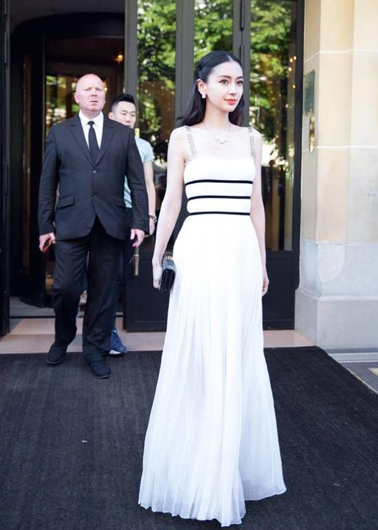 Tháng 7/2017, cô có mặt tại Pháp để tham dự tuần lễ thời trang Paris cùng nhiều ngôi sao danh tiếng trên thế giới.