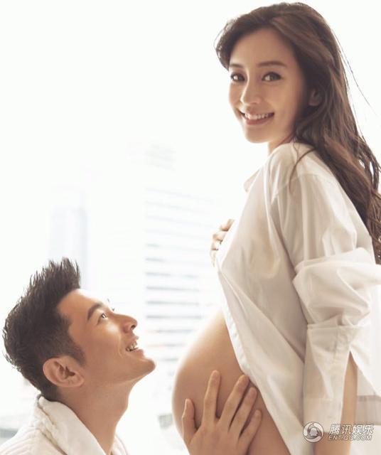 Huỳnh Hiểu Minh khoe ảnh hai vợ chồng anh trong giai đoạn Angelababy đang mang bầu con trai đầu lòng vào năm 2016. Nữ diễn viên nổi tiếng sinh con trai tại Hồng Kông vào tháng 12 năm ngoái. Tuy nhiên thời gian gần đây thông tin Angelababy nhờ người mang thai hộ đang khiến cộng đồng mạng xôn xao.