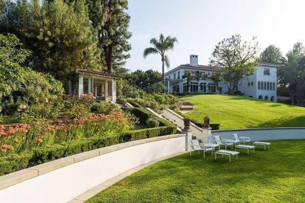 Một số hình ảnh về ngôi biệt thự sang trọng mà Angelina Jolie mới tậu.