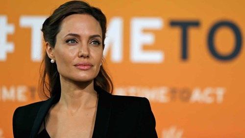 Không chỉ là một nữ diễn viên - đạo diễn tài năng, bà mẹ 6 con Angelina Jolie còn rất tích cực với các hoạt động xã hội.