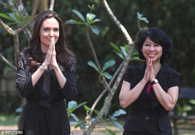 Quá yêu mến đất nước này, nữ diễn viên Hollywood đã nhận cậu bé Maddox - người Campuchia về nuôi từ năm 2002