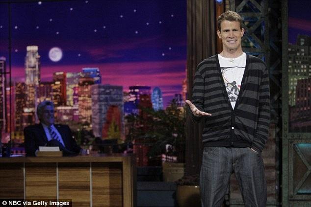 Những người thích sự hài hước đen tối có xu hướng điểm số cao trong bài kiểm tra trí thông minh và ổn định tình cảm. Daniel Dwight Tosh (ảnh) là một diễn viên hài người Mỹ được biết đến với phong cách cố tình tấn công và gây tranh cãi trong bộ phim hài đen tối của mình