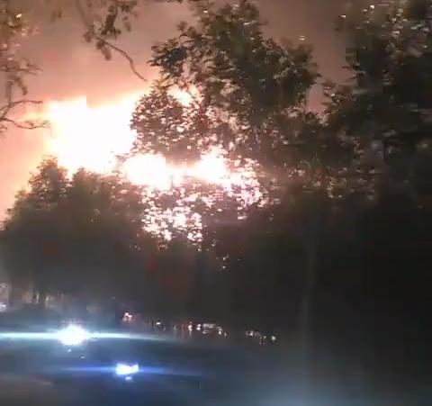 Giận người thân không cho tiền, đốt đống củi gây ra vụ cháy kinh hoàng - 1