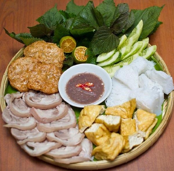 Bún đậu Ngĩa Tân có giá từ 15.000 đến 40.000 tùy từng suất (Ảnh: Internet)