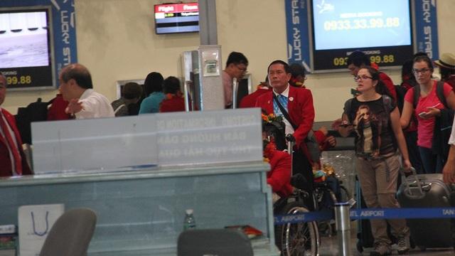 Đoàn VĐV Người khuyết tật Việt Nam về đến sân bay Tân Sơn Nhất từ Rio (Brazil) sau một kỳ Paralympic đại thắng