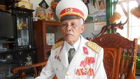 Ông Cao Văn Nhiến, nguyên Chỉ huy trưởng Cơ quan Quân sự huyện Khánh Sơn, Khánh Hòa, cũng là một người bản địa sống lâu năm tại địa phương này