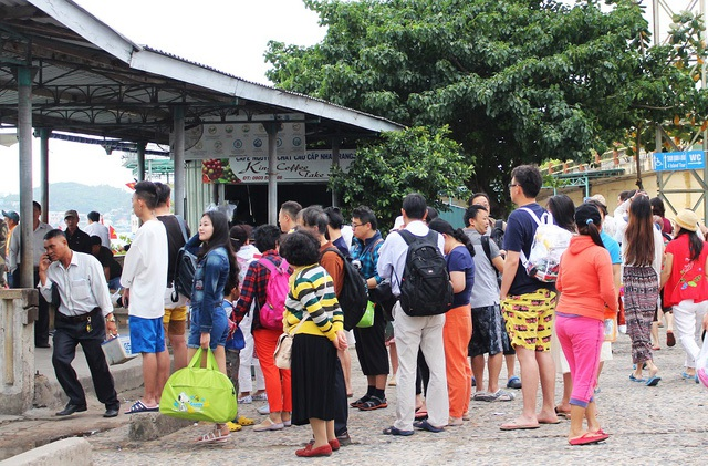 Khách Trung Quốc tham quan Nha Trang, Khánh Hòa