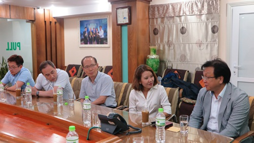 Các chuyên gia y tế đoàn Bệnh viện Kyungpook trong chuyến thăm Bệnh viện Đa khoa Hồng Ngọc