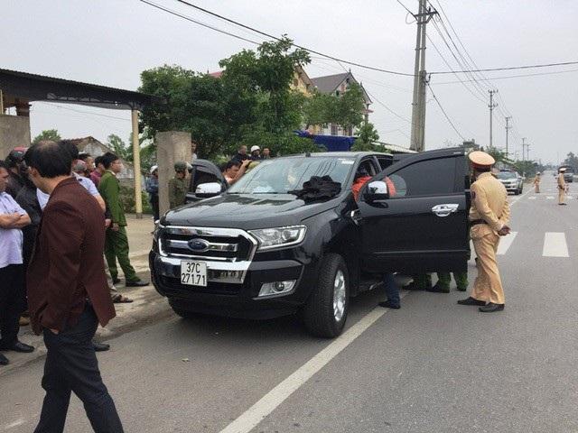 Chiếc xe bán tải bị lực lượng công an bắt giữ
