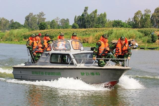 Bộ đội Biên phòng An Giang tăng cường tuần tra kiểm soát tình hình buôn lậu mùa nước nổi