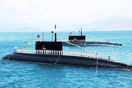 Tàu ngầm Kilo của Việt Nam trên Vịnh Cam Ranh, Khánh Hòa