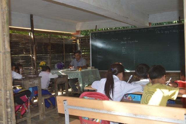 Học sinh miền núi ở nhiều địa phương vẫn học tập trong điều kiện khó khăn