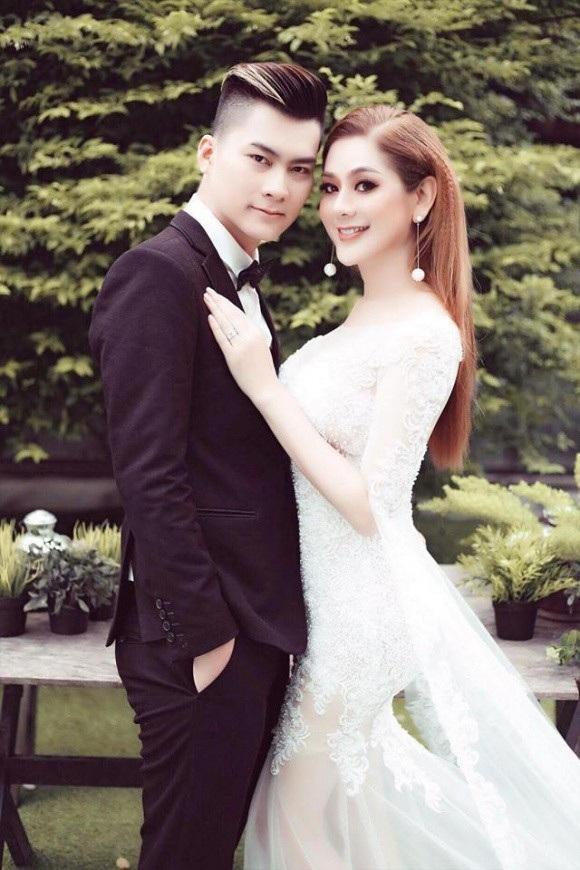 Lâm Khánh Chi hé lộ thiệp cưới và chi tiền tỷ cho váy cưới - 5