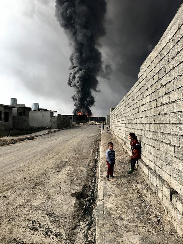 Bức ảnh của Sebastiano Tomada giành chiến thắng ở cuộc thi năm nay. Bức ảnh được chụp trong vùng chiến sự tại Iraq.