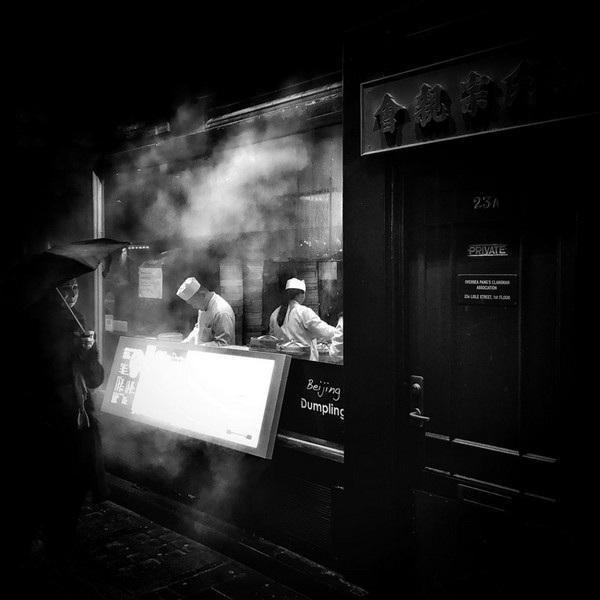 """Bức ảnh một quán ăn chụp tại khu phố của người Hoa ở London (Anh) đã giúp Darren Boyd (Anh) giành chiến thắng ở hạng mục """"Ảnh khác""""."""