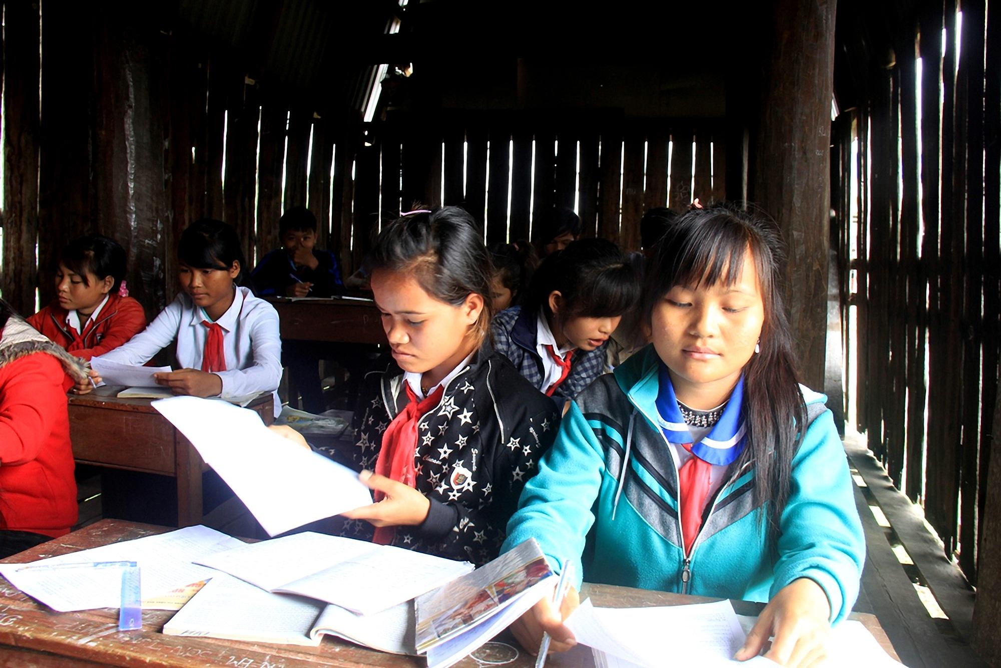 ảnh học sinh nghèo ở xã pờ tó, huyện ia pa, gia lai
