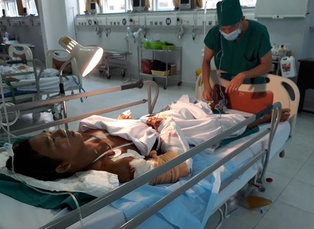 Bệnh nhân Tuấn đã được nối canh tay nhưng chưa tiên lượng được
