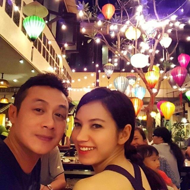 Sở hữu gương mặt xinh đẹp, Hồng Nhung - vợ kém 14 tuổi của MC Anh Tuấn nhận được nhiều lời khen ngợi từ phía cộng đồng. Hồng Nhung từng là thí sinh lọt chung kết cuộc thi Hoa hậu Việt Nam 2008.