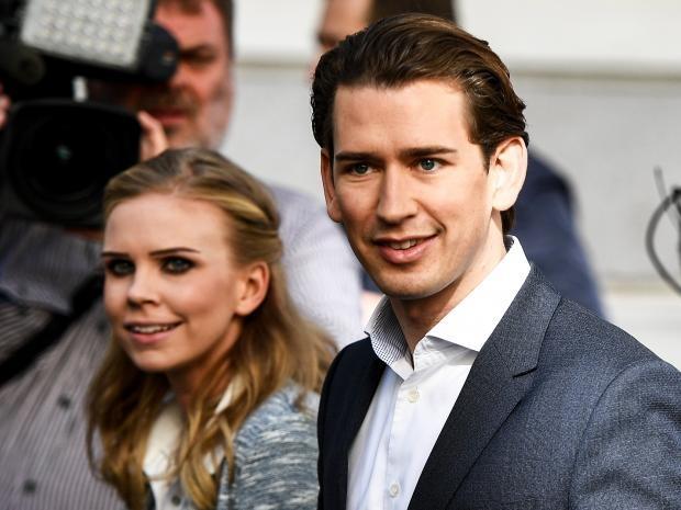 Ông Sebastian Kurz và bạn gái (Ảnh: AFP)