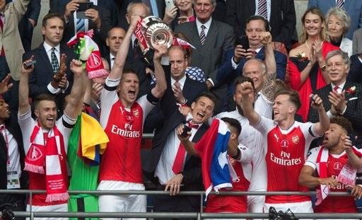 Arsenal vô địch FA Cup mùa giải trước sau khi thắng Chelsea