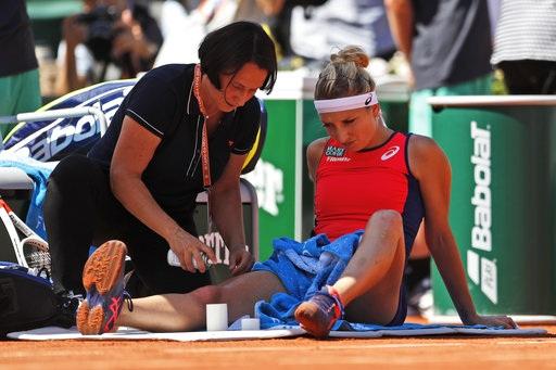 Bacsinszky điều trị chấn thương trong trận bán kết