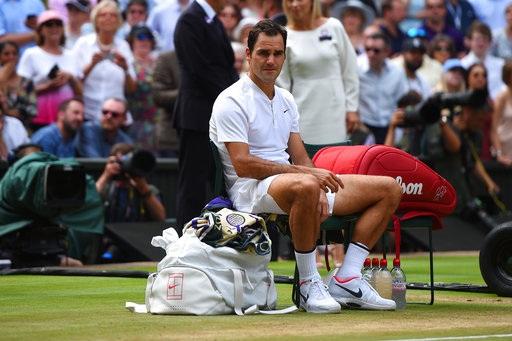 Khoảnh khắc Federer đợi chờ được trao cúp