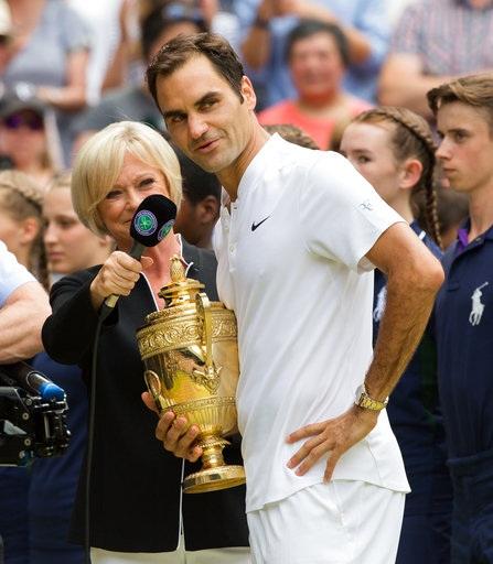 Tay vợt người Thụy Sĩ trả lời phỏng vấn sau khi đăng quang ngôi vô địch