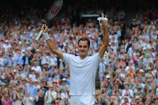 Tay vợt người Thụy Sĩ ăn mừng khi giành điểm quyết định để kết thúc trận đấu với chiến thắng 3-0. Federer đã vô địch Wimbledon với thành tích 20 set thắng, 0 set thua. Từ năm 1976 tới nay, chưa có nhà vô địch nào đăng quang lại chưa thua một set bao gồm cả Federer ở bảy lần vô địch trước đây