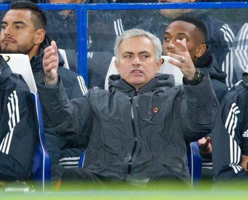 Đoàn quân của Mourinho đã bị Man City bỏ xa tới 8 điểm