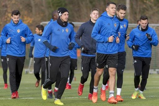 Các cầu thủ Basel tập luyện trước trận đón MU