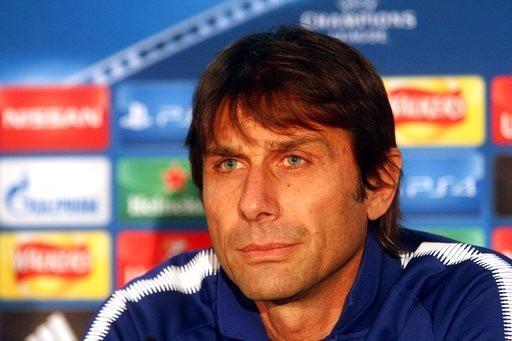 Conte tham gia buổi họp báo trước trận