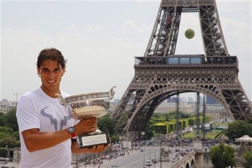 Nadal khoe cúp vô địch Roland Garros 2014 trước tháp Eiffel - Đó là lần gần nhất anh vô địch giải đấu này