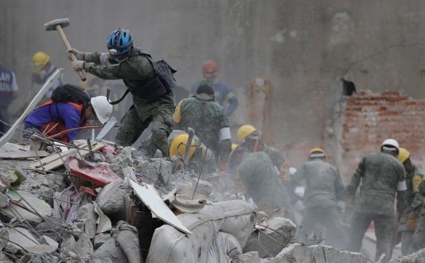 Công tác cứu hộ khẩn trương tại Mexico (Ảnh: AP)