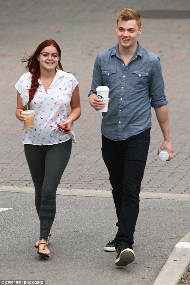 Cặp đôi thường xuyên xuất hiện bên nhau trong thời gian gần đây. Họ tìm được nhiều điểm chung và cùng đam mê nghệ thuật.