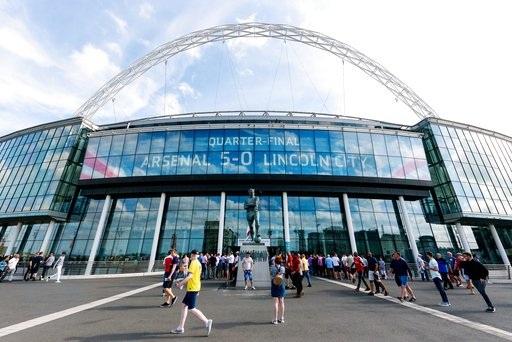 Wembley trước giờ bóng lăn, sân đấu lớn nhất nước Anh là sân trung lập cho trận chung kết FA Cup tuy nhiên sân đấu này nằm ở London nên cả Arsenal và Chelsea đều không lạ lẫm