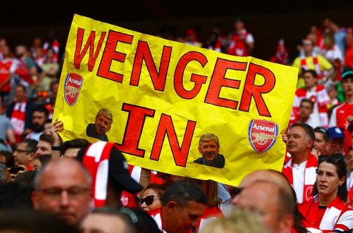 Cũng còn nhiều cổ động viên yêu mến và ủng hộ Wenger