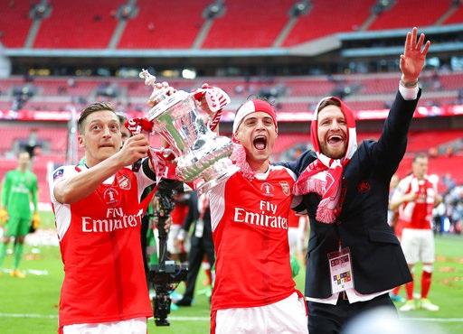 Sự phấn khích của các cầu thủ Arsenal khi có được FA Cup
