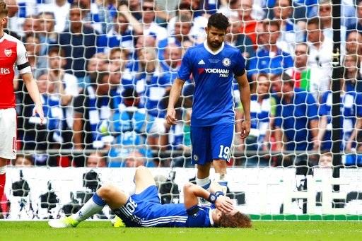 Sự thất vọng của các cầu thủ Chelsea sau khi bị đối thủ ghi bàn