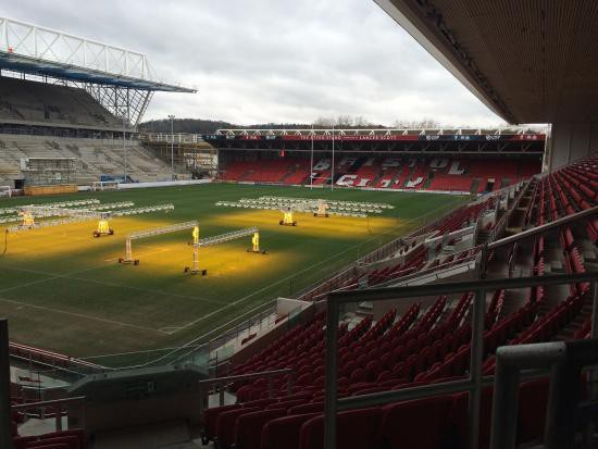 Sân Ashton Gate, nơi tổ chức trận tứ kết League Cup giữa Bristol và MU