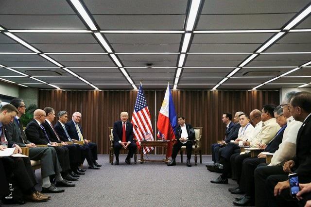 Tổng thống Donald Trump hội đàm cùng người đồng cấp Philippines Rodrigo Duterte.